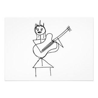 Lächelndes Strichmännchen-Mädchen das Baß Gitarre Personalisierte Einladungen