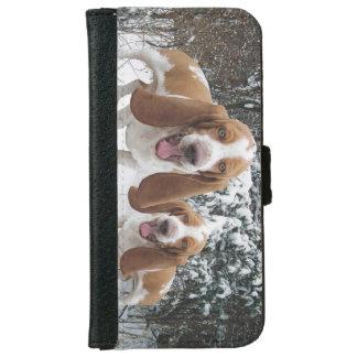 Lachende Basset im Schnee iPhone 6 Geldbeutel Hülle