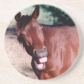 Lachende lustige PferdUntersetzer Getränkeuntersetzer
