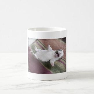 Lachender Bulldoggen-Welpe Kaffeetasse