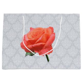 Lacy Hintergrund mit Single-Rose Große Geschenktüte