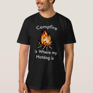 Lagerfeuer ist wo mein Würstchen-humorvoller T - T-Shirt