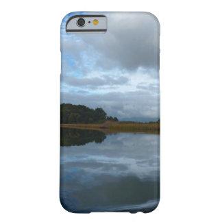 Lagunereflexionen an einem bewölkten Tag Barely There iPhone 6 Hülle