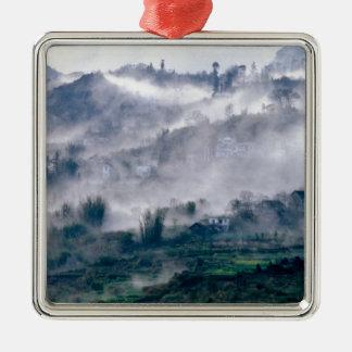 Landschaft im Nebel Quadratisches Silberfarbenes Ornament