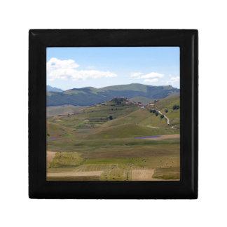Landschaft in den Sibillini Bergen in Italien Geschenkbox