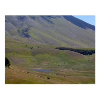 Landschaft in den Sibillini Bergen in Italien Postkarte