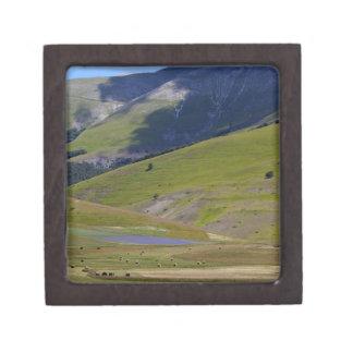 Landschaft in den Sibillini Bergen in Italien Schmuckkiste