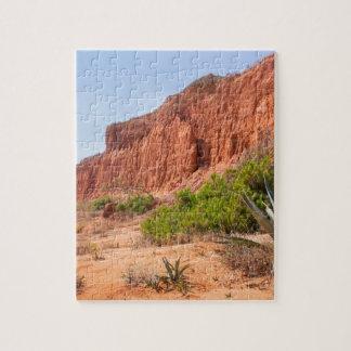 Landschaft mit felsigem Berg an coast.JPG Puzzle