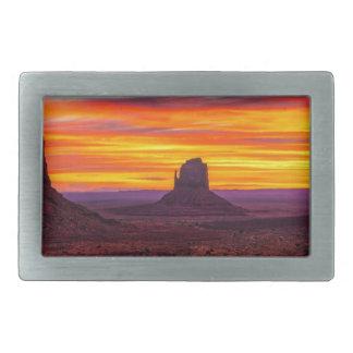 Landschaftliche Ansicht des Sonnenuntergangs über Rechteckige Gürtelschnallen