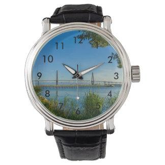 Landschaftliche Brücke Arthurs Ravenel Uhr