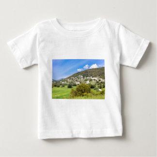 Landschaftsdorf mit Häusern im griechischen Tal Baby T-shirt