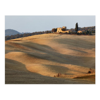 Landwirtschaftliches Feld am Sonnenuntergang, Val Postkarte
