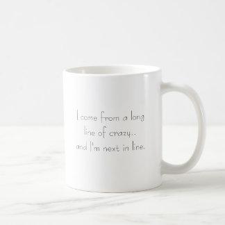 Lange Schlange von verrücktem Kaffeetasse