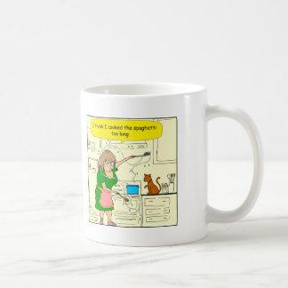 langer Cartoon 738 gekochter Spaghettis zu Kaffeetasse