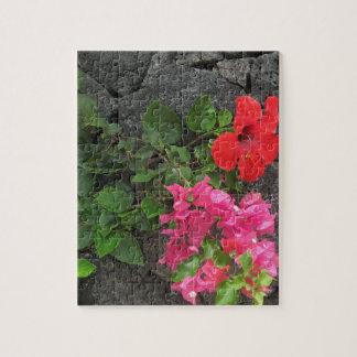 Lanzarote-Lava-Felsen mit Blumen Puzzle