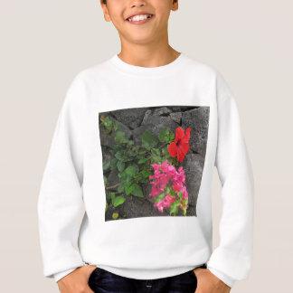 Lanzarote-Lava-Felsen mit Blumen Sweatshirt