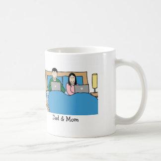 Laptops im Bett Kaffeetasse
