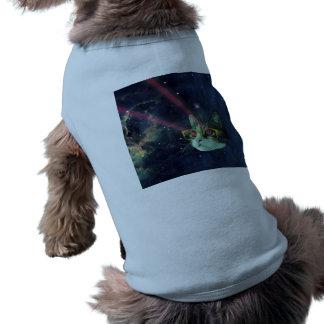 Laser-Katze mit Gläsern im Raum T-Shirt
