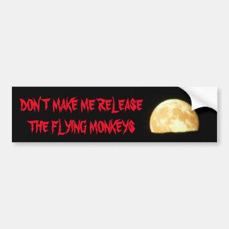 Lassen Sie mich die Fliegen-Affen mit Mond Autoaufkleber