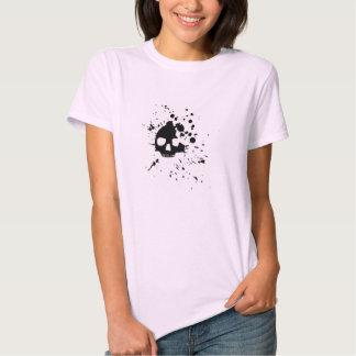 Lässige T oben gewürzt mit dem schrulligen T-Shirts