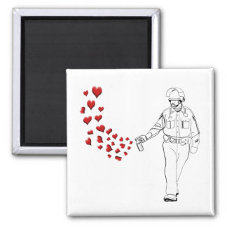 Lässiger Pfeffer-Spray-Polizist mit Herzen Quadratischer Magnet