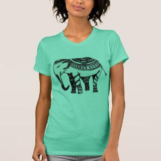 Lässiger T - Shirt mit indischem Motiv