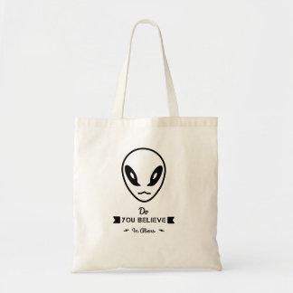 lässt Geschäft von einem alienspeicher Tragetasche
