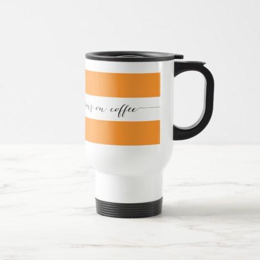 Läufe auf der Kaffeereise-Tasse, orange