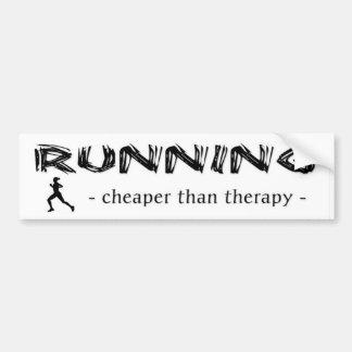 Laufen: Billiger als Therapie - weiblicher Läufer Autoaufkleber