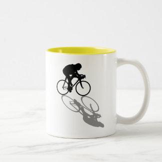 Laufen der Fahrrad-Radfahrer, die Sportfangeschenk Zweifarbige Tasse