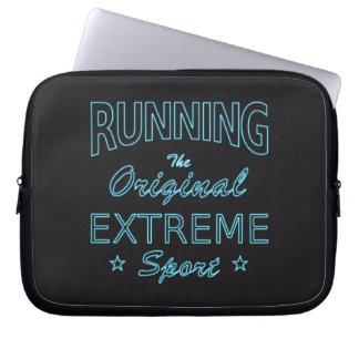 LAUFEN, der ursprüngliche extreme Sport (blaues Laptop Sleeve