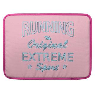 LAUFEN, der ursprüngliche extreme Sport (blaues Sleeve Für MacBook Pro
