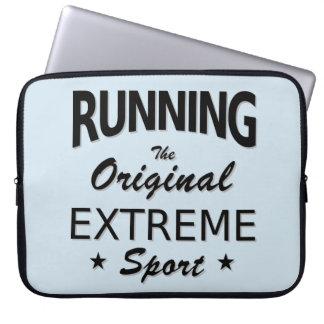 LAUFEN, der ursprüngliche extreme Sport. Laptop Sleeve