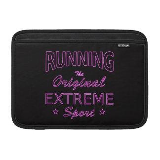 LAUFEN, der ursprüngliche extreme Sport (rosa MacBook Air Sleeve