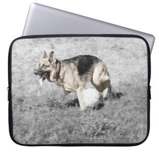 Laufen mit einem Ball Laptopschutzhülle