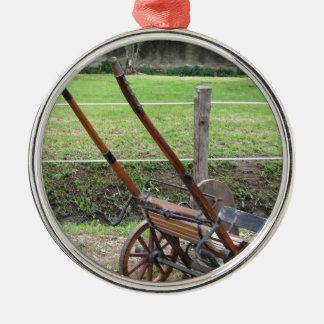 Laufen mürrisch verwendet im Trabrennen Rundes Silberfarbenes Ornament