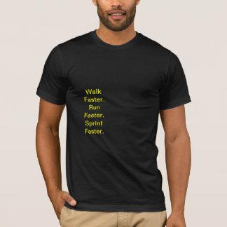 Laufen Sie schneller. Bolzen T-Shirt