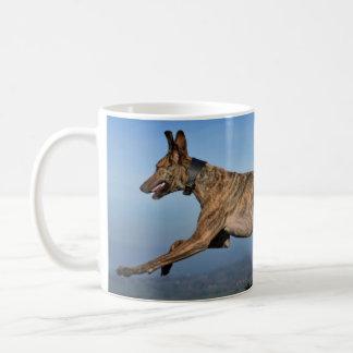 Laufender Brindled Sighthound Kaffeetasse