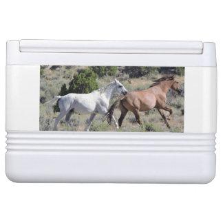Laufender Mustang cooler Kühlbox