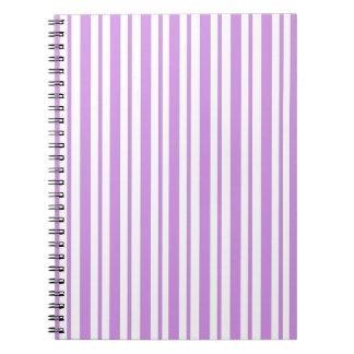Lavendel-horizontaler Nadelstreifen Notizblock
