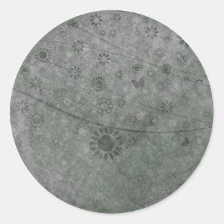 Lavendel-Retro Blumen und Schmetterlinge abstrakt Runder Aufkleber