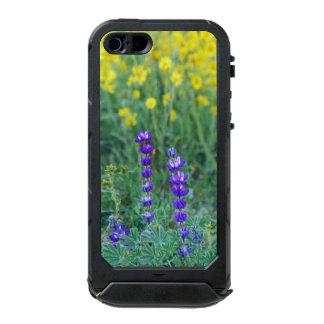 Lavendel und gelbes Gänseblümchen Incipio ATLAS ID™ iPhone 5 Hülle