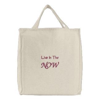 Leben Sie in der Now-Inspirational gestickten Tasc