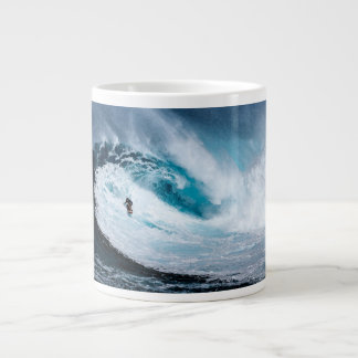 Leben Sie, um zu surfen - surfen Sie zur surfenden Jumbo-Tasse