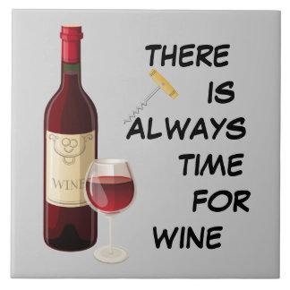 Lebhafte Weinflasche und -glas Große Quadratische Fliese