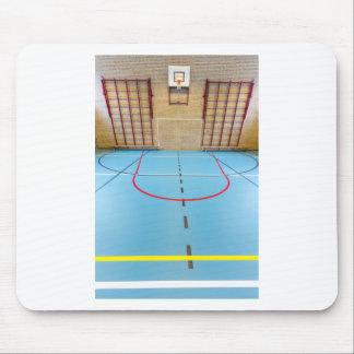 Leere europäische Turnhalle für Schulsport Mousepad