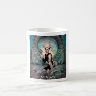 Legen der jungen Dämonfrau Kaffeetasse