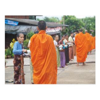 Legen Sie Reis Mönch vor Postkarte