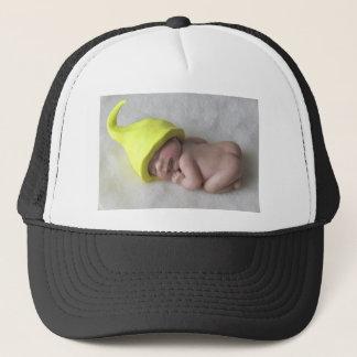Lehm-Baby, das auf Bauch, Elf-Hut, Skulptur Truckerkappe