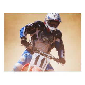 Lehnender Dirtbike Rennläufer Postkarte